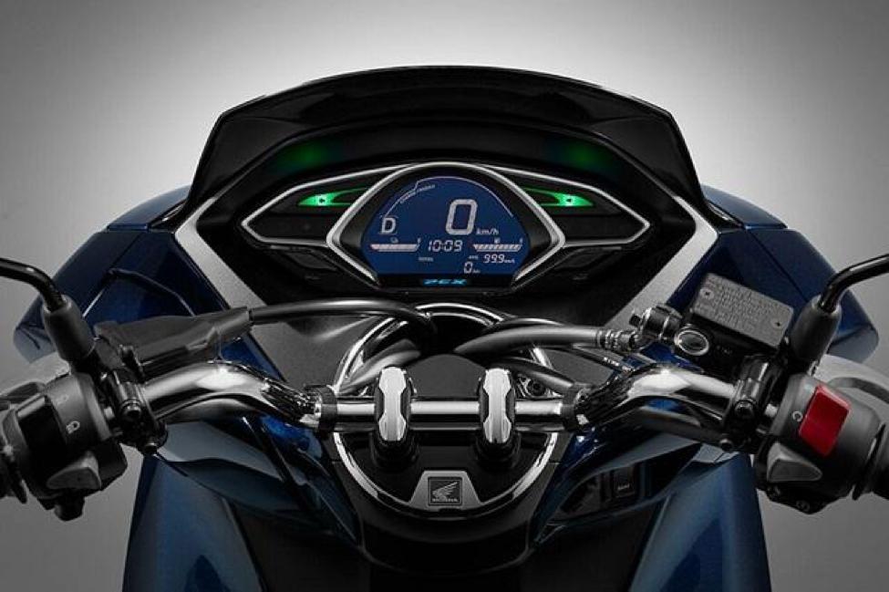 Dòng xe này sử dụng đồng hồ điện tử, tích hợp nhiều tính năng