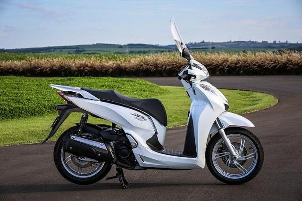 Xe SH 300cc chạy rất êm, đầm chắc và vô cùng an toàn