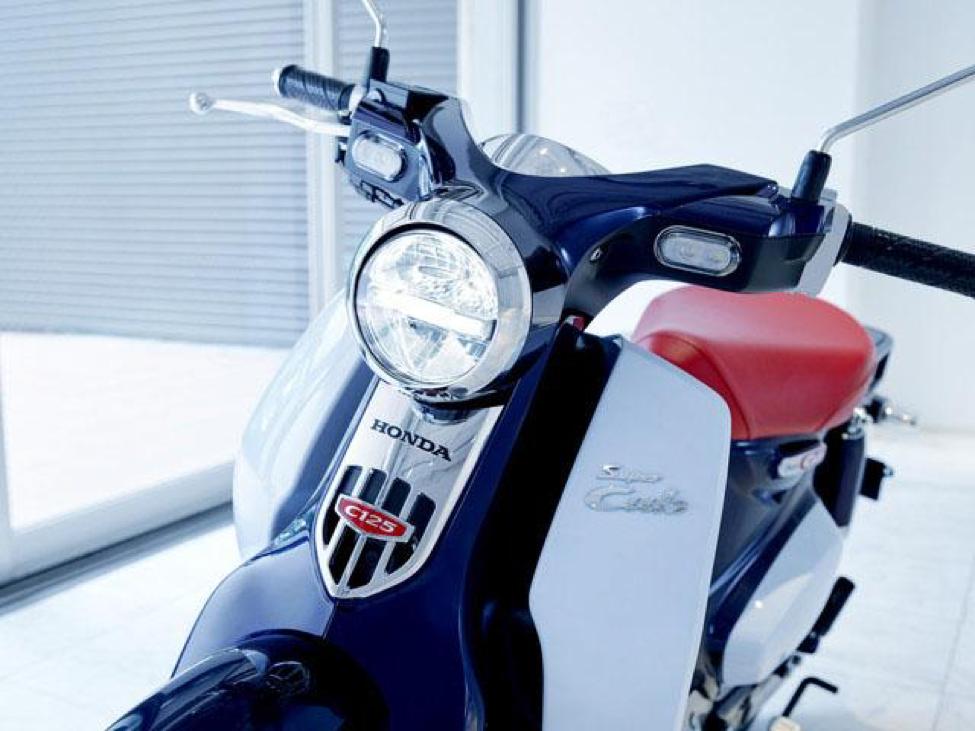 Xe Honda SUPER CUB C125 có thiết kế nhẹ nhàng, mềm mại, mang đậm dấu ấn của các dòng Cub truyền thống