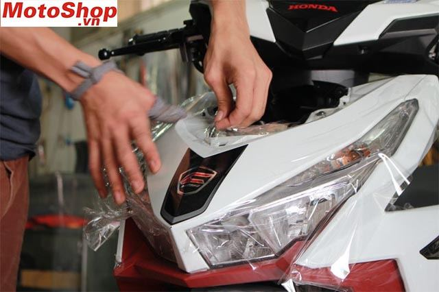 Dán decal chống trầy xe máy