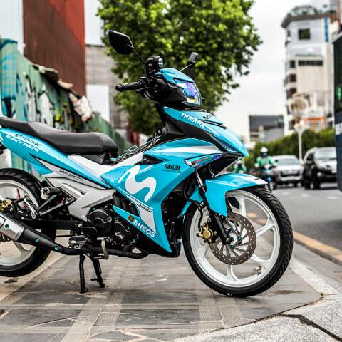 Tem xe EXciter 150 Movistar màu xanh bắt mắt và nổi bật