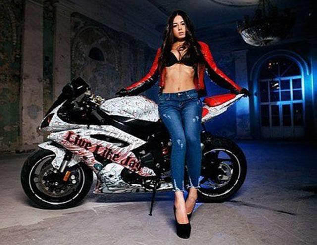 Siêu mẫu body quyến rũ bên xe Supersport Yamaha R6