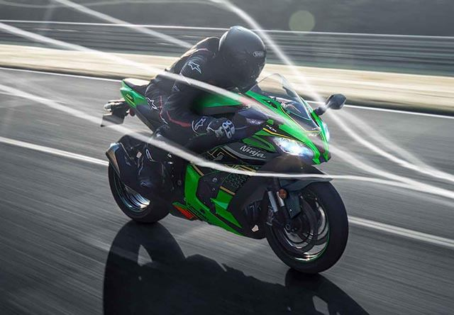 Moto Kawasaki ZX 10R với động cơ mạnh mẽ, ngầu