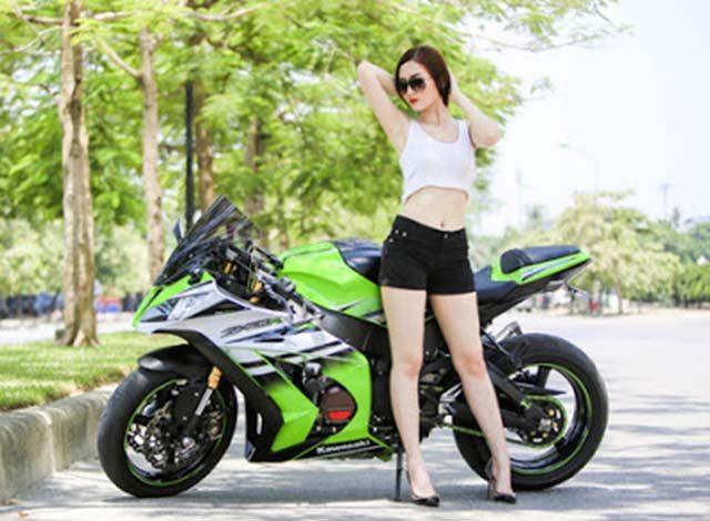 Người đẹp lộ hình xăm cá tính bên Kawasaki ZX 10R
